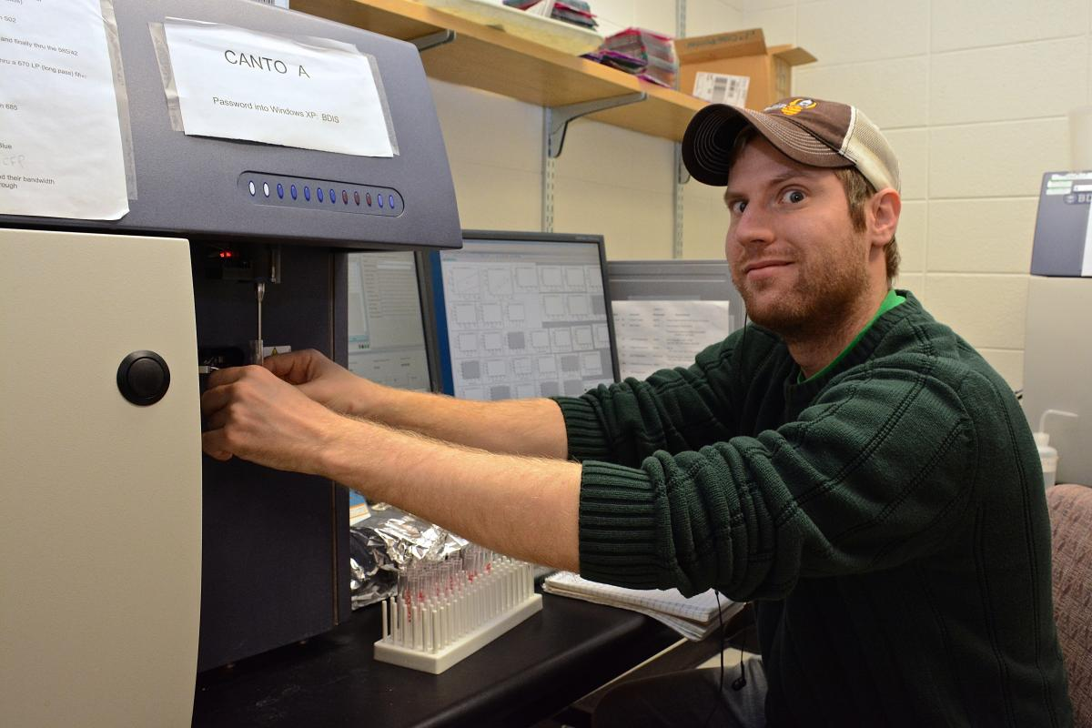 Geoff Markowitz, a PhD candidate in cancer biology, puts to use a self-use analyzer, one of many available to researchers through the Flow Cytometry Shared Resource. Markowitz is studying liver cancer and is characterizing cells to better understand its progression in mouse models.